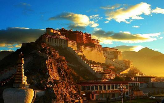 チベット・ラサ市内観光4日間(混載)