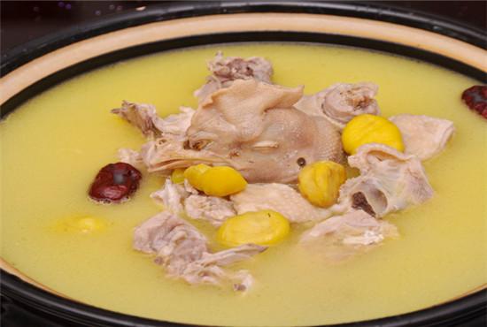 栗と鶏肉の煮込み(板栗鶏)